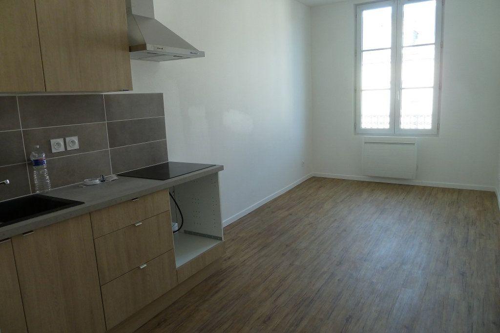 Appartement à louer 1 20m2 à Noyers-sur-Cher vignette-1