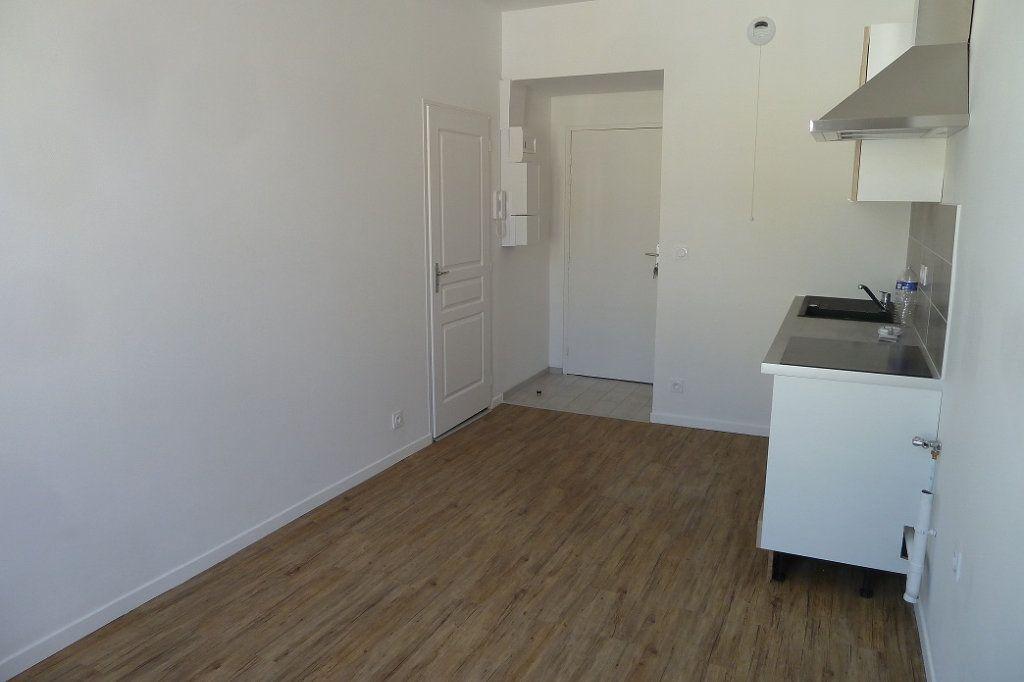Appartement à louer 1 20m2 à Noyers-sur-Cher vignette-2