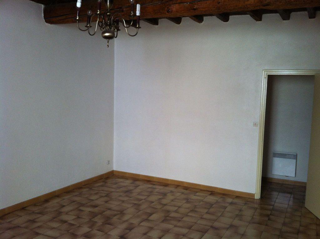 Appartement à louer 3 66m2 à Arles vignette-4
