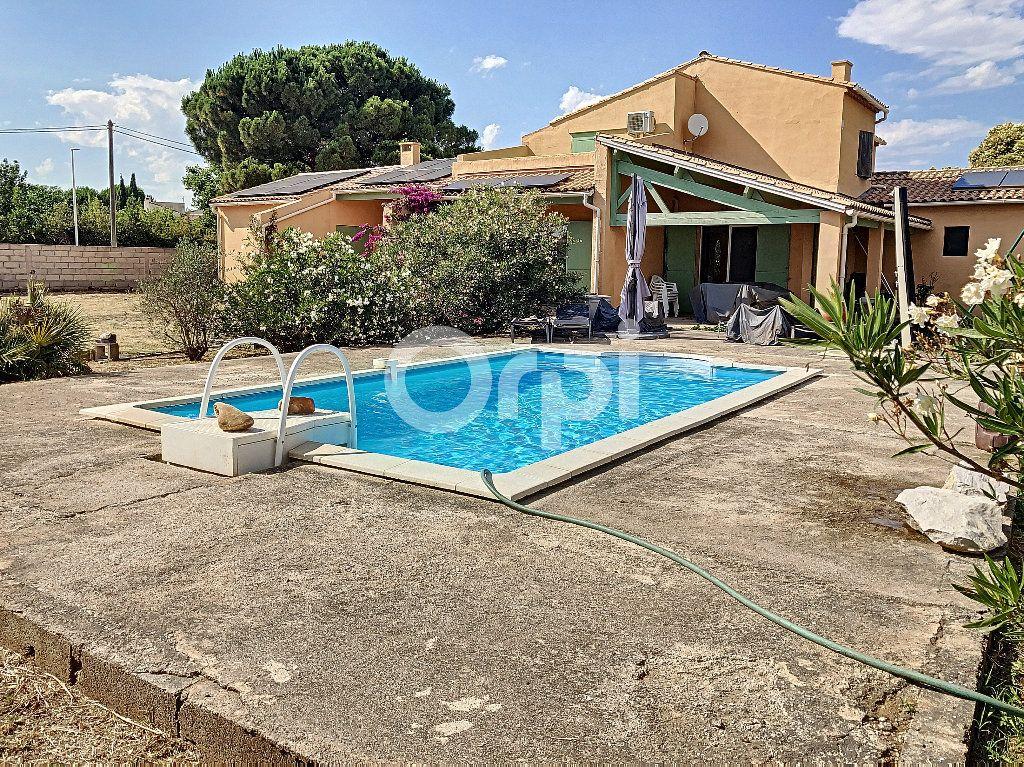 Maison à vendre 7 175m2 à Saint-Martin-de-Crau vignette-1