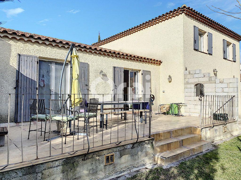 Maison à vendre 5 135m2 à Arles vignette-1