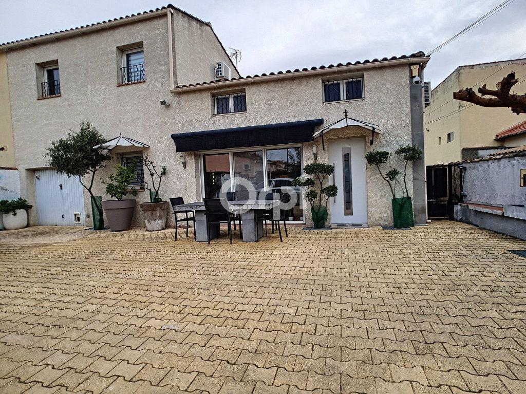 Maison à vendre 4 115m2 à Arles vignette-2