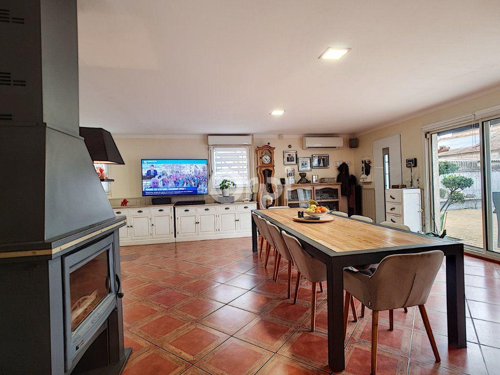 Maison à vendre 4 115m2 à Arles vignette-3