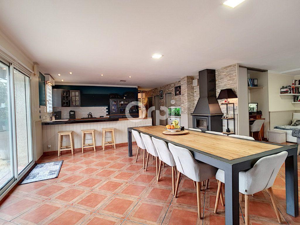 Maison à vendre 4 115m2 à Arles vignette-4