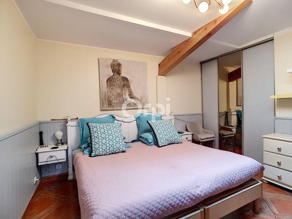 Maison à vendre 4 115m2 à Arles vignette-6