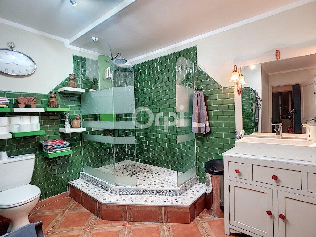 Maison à vendre 4 115m2 à Arles vignette-7