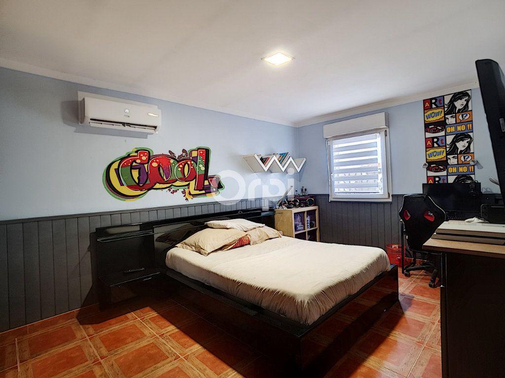 Maison à vendre 4 115m2 à Arles vignette-8