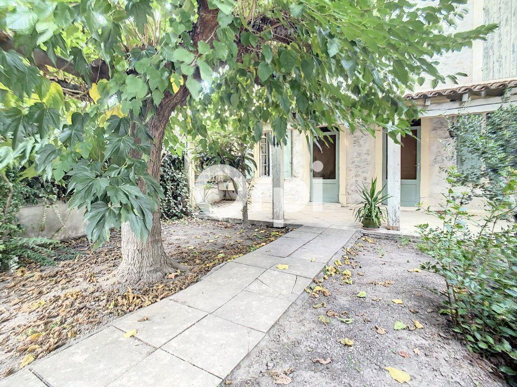 Maison à vendre 5 158m2 à Arles vignette-1