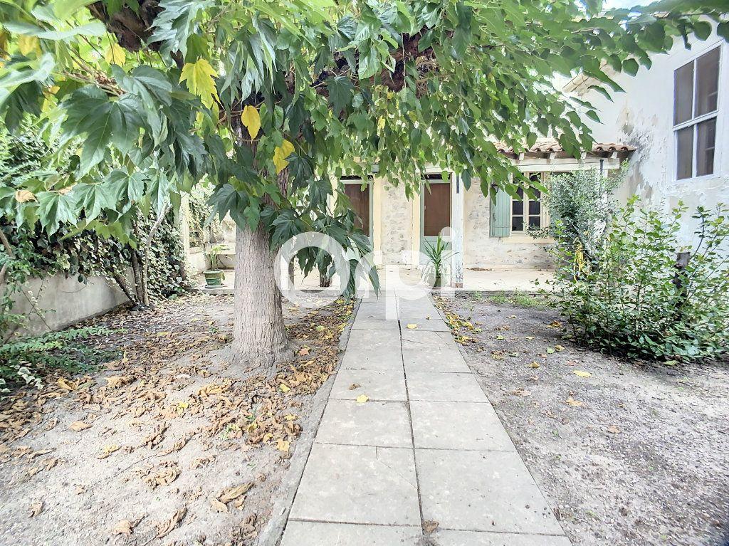 Maison à vendre 5 158m2 à Arles vignette-2