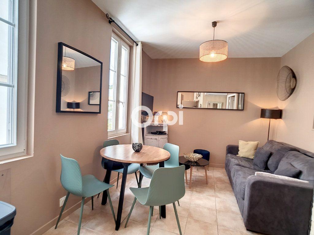 Appartement à louer 2 25m2 à Arles vignette-2