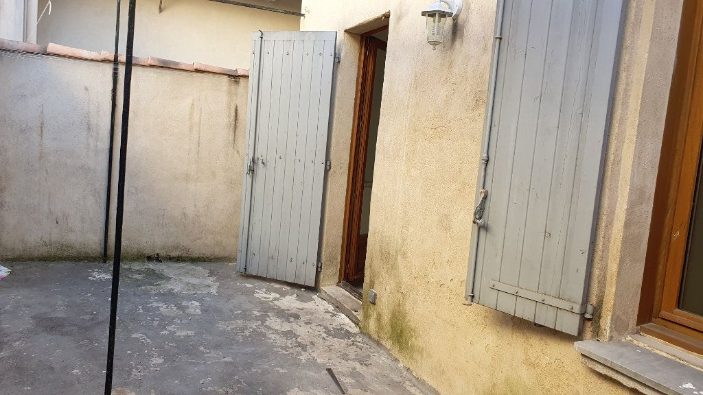Appartement à louer 3 53m2 à Beaucaire vignette-1