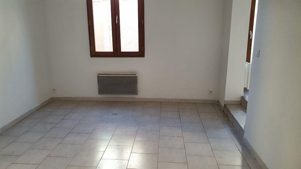 Appartement à louer 3 53m2 à Beaucaire vignette-2