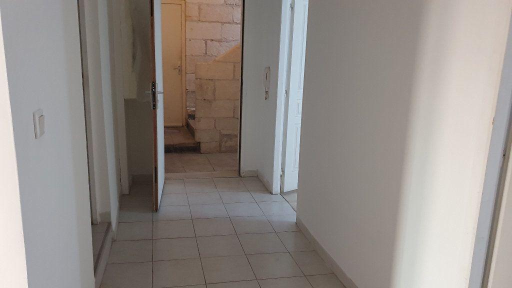 Appartement à louer 3 53m2 à Beaucaire vignette-3