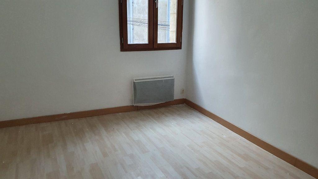 Appartement à louer 3 53m2 à Beaucaire vignette-4