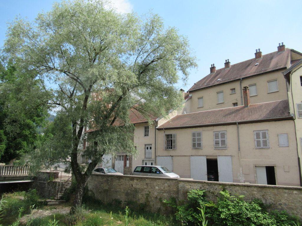 Immeuble à vendre 0 600m2 à Salins-les-Bains vignette-1
