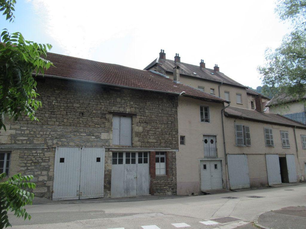 Immeuble à vendre 0 600m2 à Salins-les-Bains vignette-2