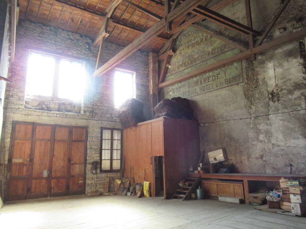 Immeuble à vendre 0 600m2 à Salins-les-Bains vignette-16