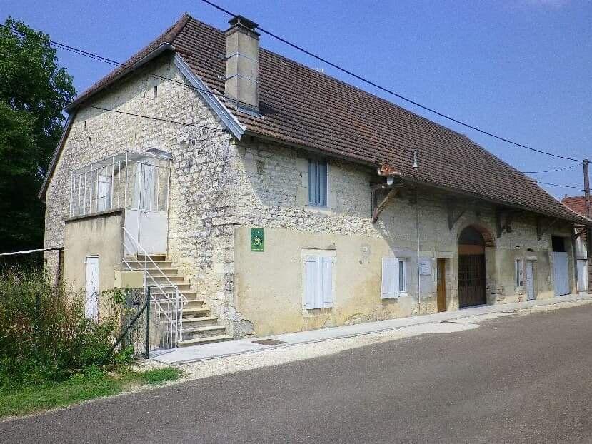 Maison à vendre 8 179m2 à Chissey-sur-Loue vignette-1