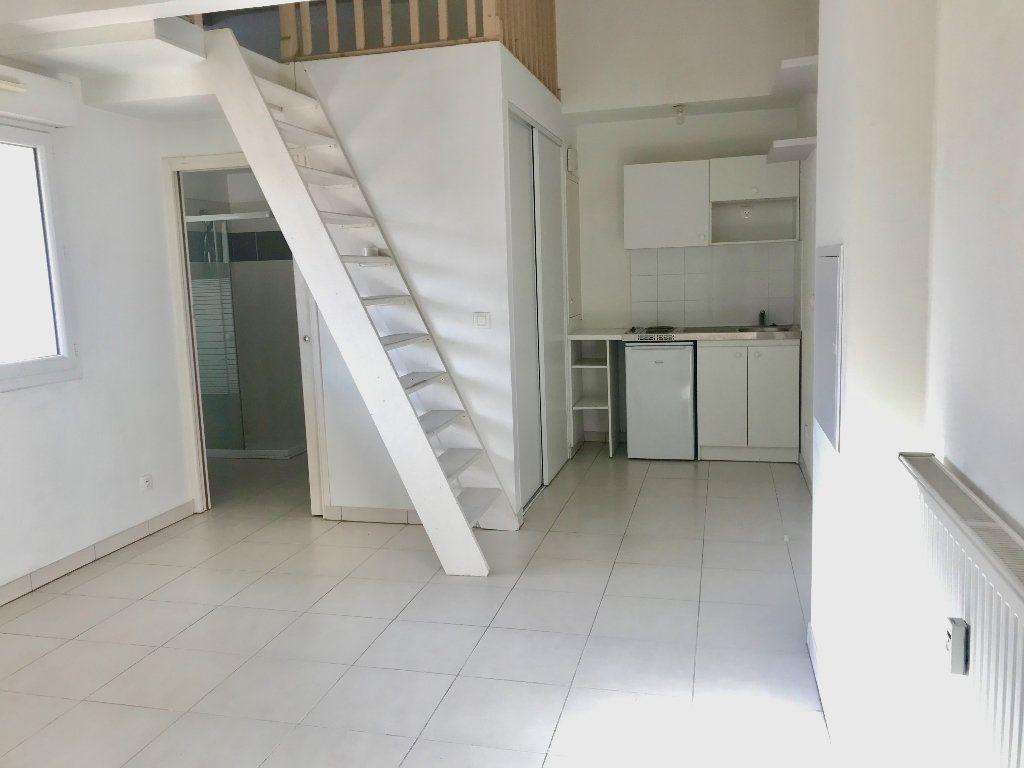 Appartement à louer 1 29.7m2 à Nice vignette-3