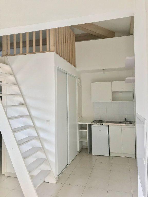 Appartement à louer 1 29.7m2 à Nice vignette-5