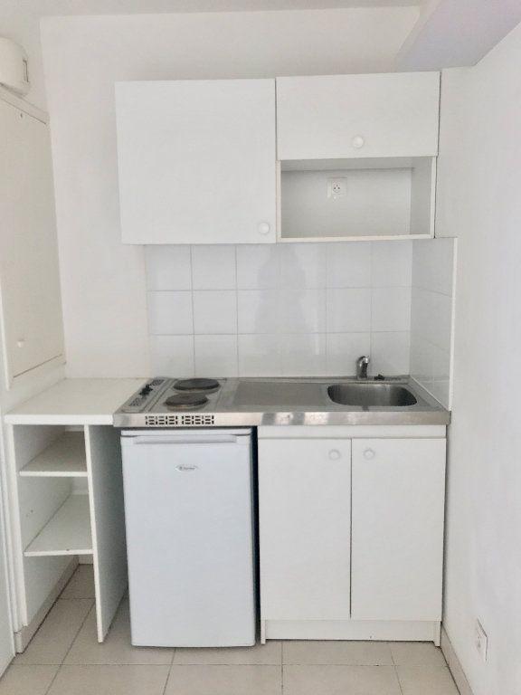 Appartement à louer 1 29.7m2 à Nice vignette-8