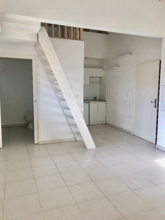 Appartement à louer 1 29.7m2 à Nice vignette-9