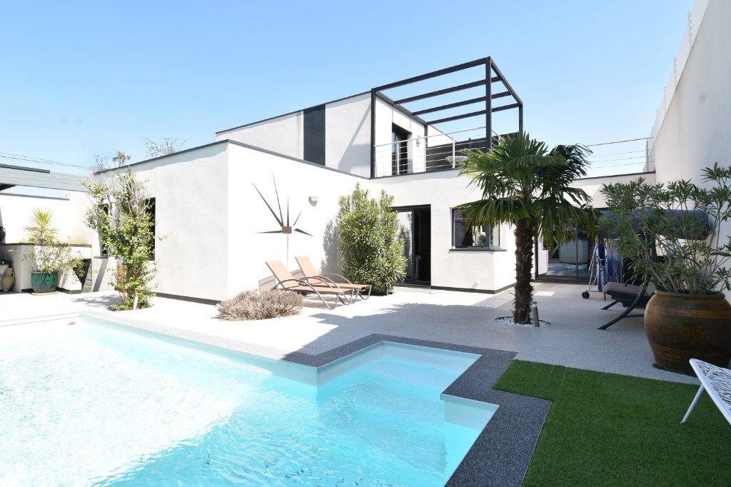 Maison à vendre 5 180m2 à Valence vignette-1