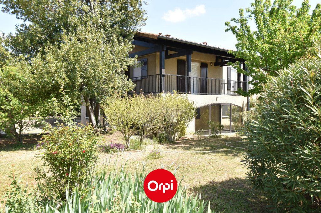Maison à vendre 6 167.31m2 à Guilherand-Granges vignette-1
