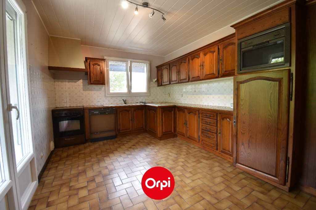 Maison à vendre 6 167.31m2 à Guilherand-Granges vignette-3