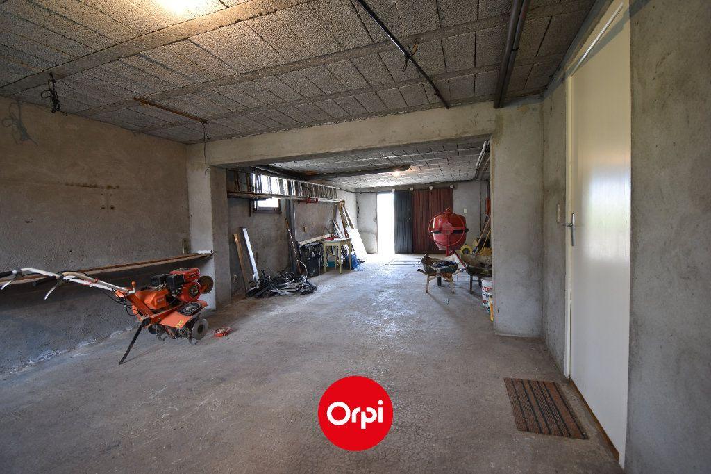 Maison à vendre 6 167.31m2 à Guilherand-Granges vignette-9