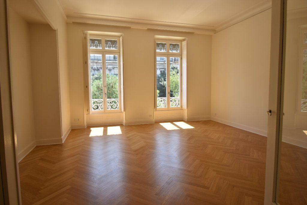 Appartement à louer 3 124.8m2 à Valence vignette-1
