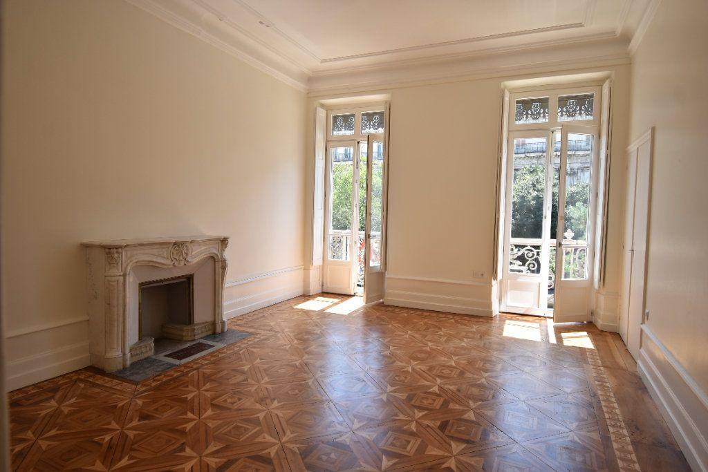 Appartement à louer 3 124.8m2 à Valence vignette-3