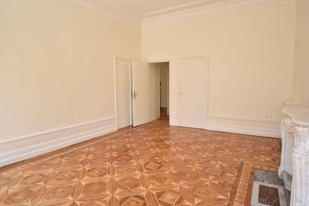 Appartement à louer 3 124.8m2 à Valence vignette-4