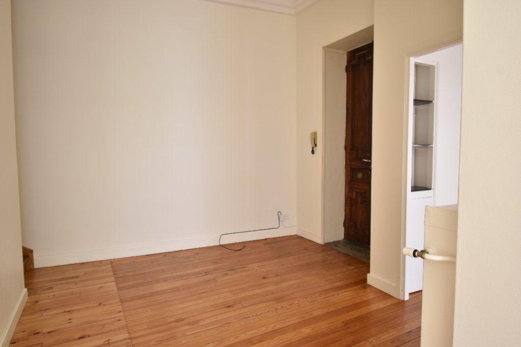 Appartement à louer 3 124.8m2 à Valence vignette-5