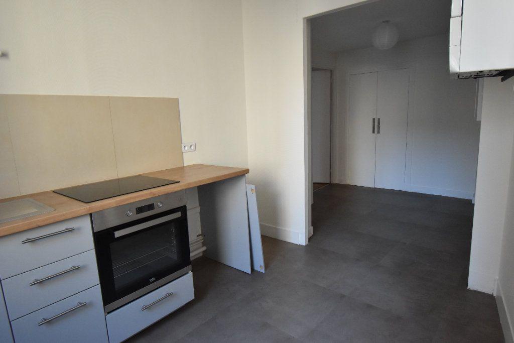 Appartement à louer 3 124.8m2 à Valence vignette-9
