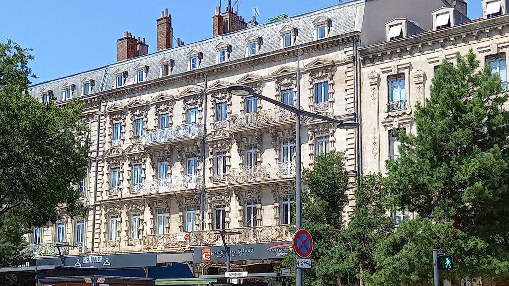 Appartement à louer 3 124.8m2 à Valence vignette-11
