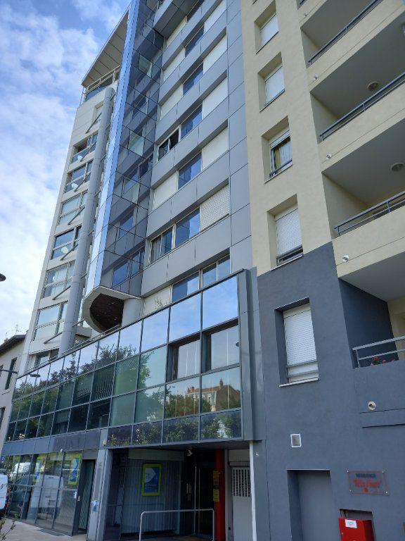 Appartement à louer 6 180m2 à Valence vignette-1