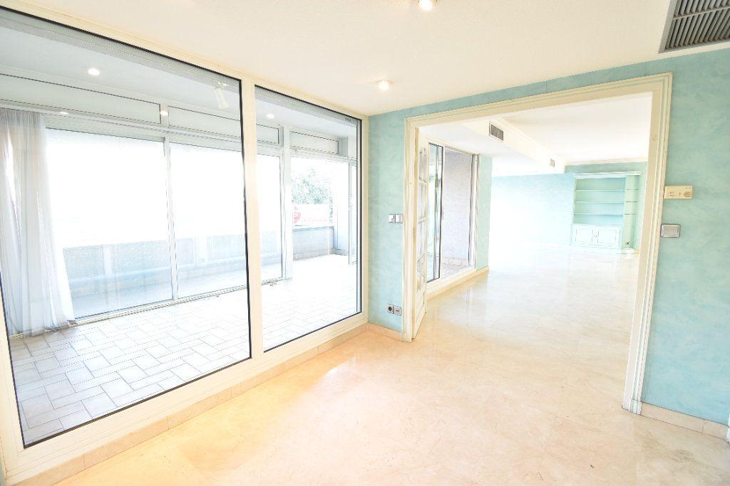 Appartement à louer 6 180m2 à Valence vignette-2