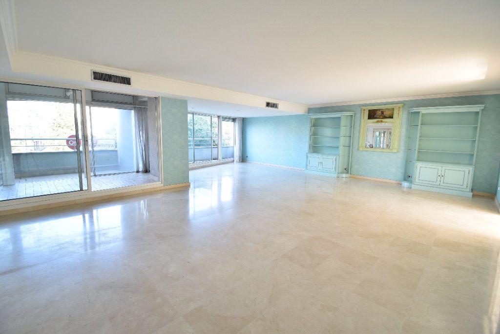 Appartement à louer 6 180m2 à Valence vignette-3
