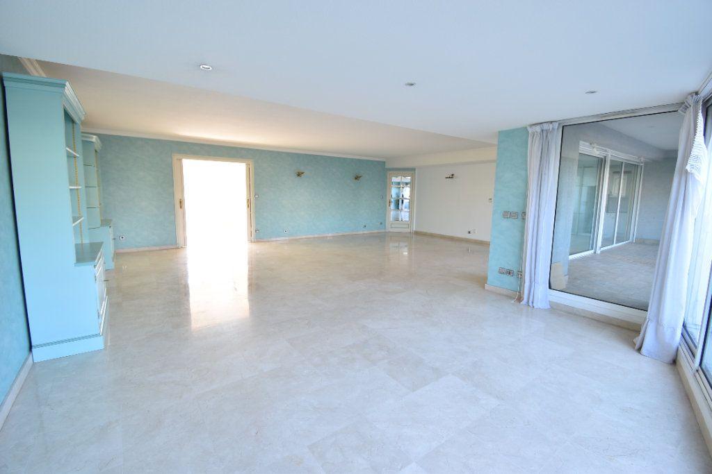 Appartement à louer 6 180m2 à Valence vignette-4