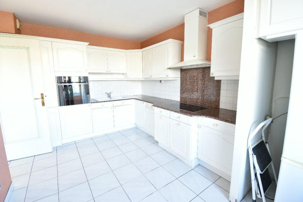 Appartement à louer 6 180m2 à Valence vignette-5