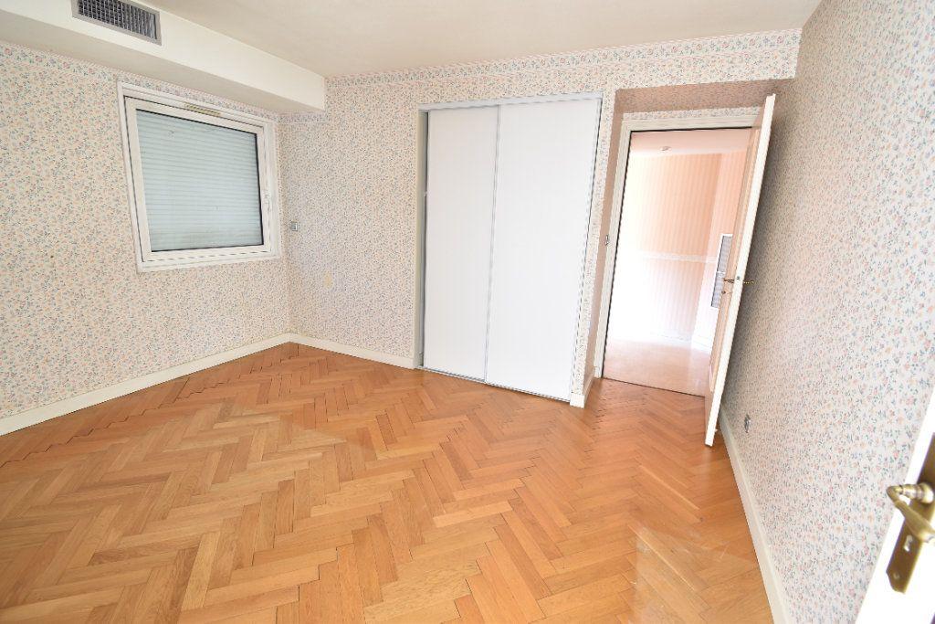 Appartement à louer 6 180m2 à Valence vignette-7