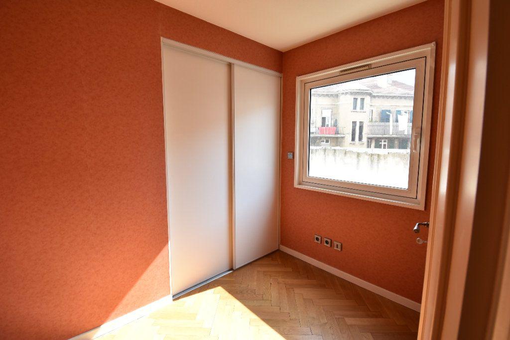 Appartement à louer 6 180m2 à Valence vignette-8