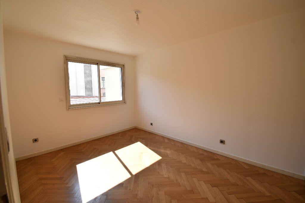 Appartement à louer 6 180m2 à Valence vignette-11
