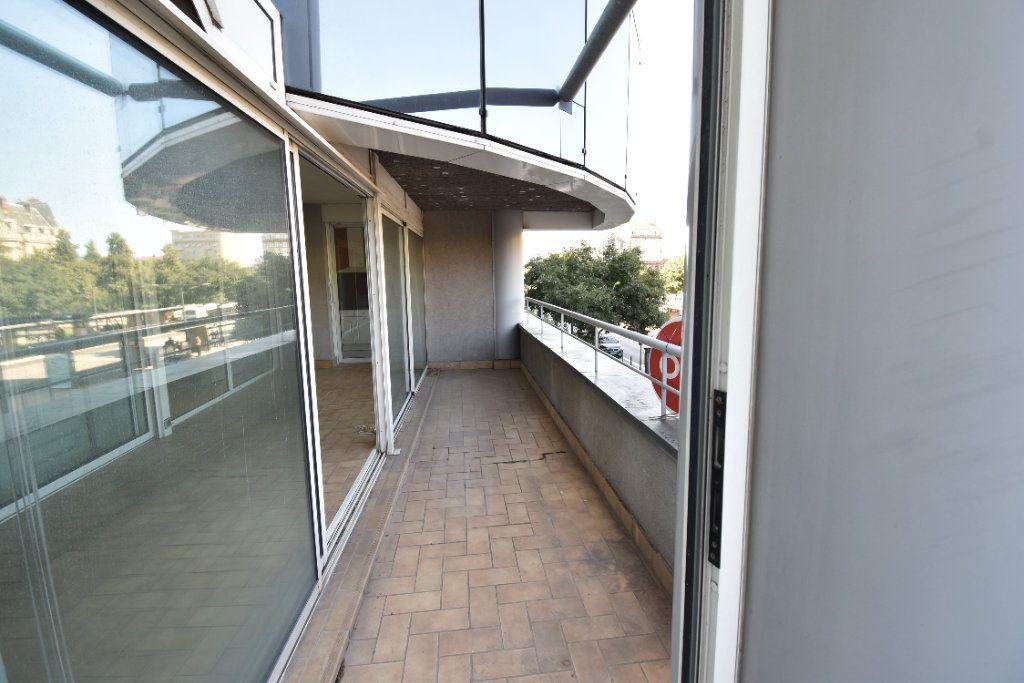 Appartement à louer 6 180m2 à Valence vignette-16