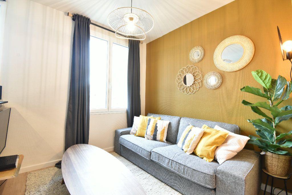 Appartement à louer 5 89.87m2 à Valence vignette-1