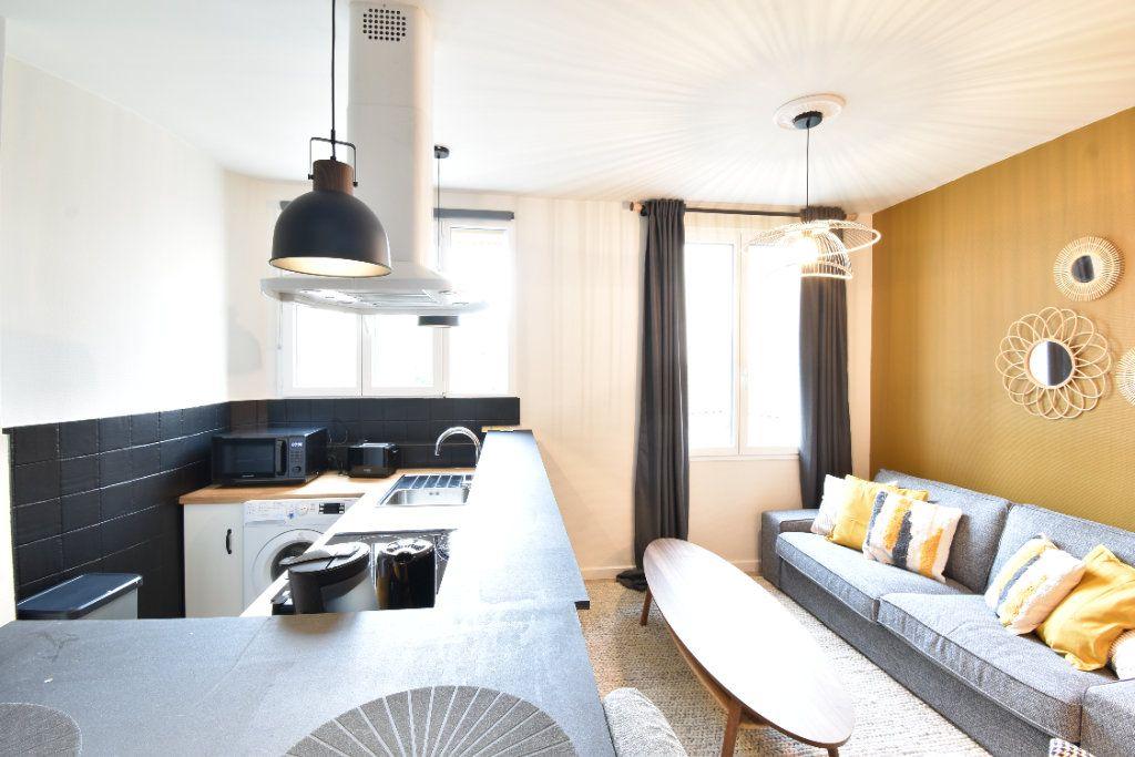 Appartement à louer 5 89.87m2 à Valence vignette-2
