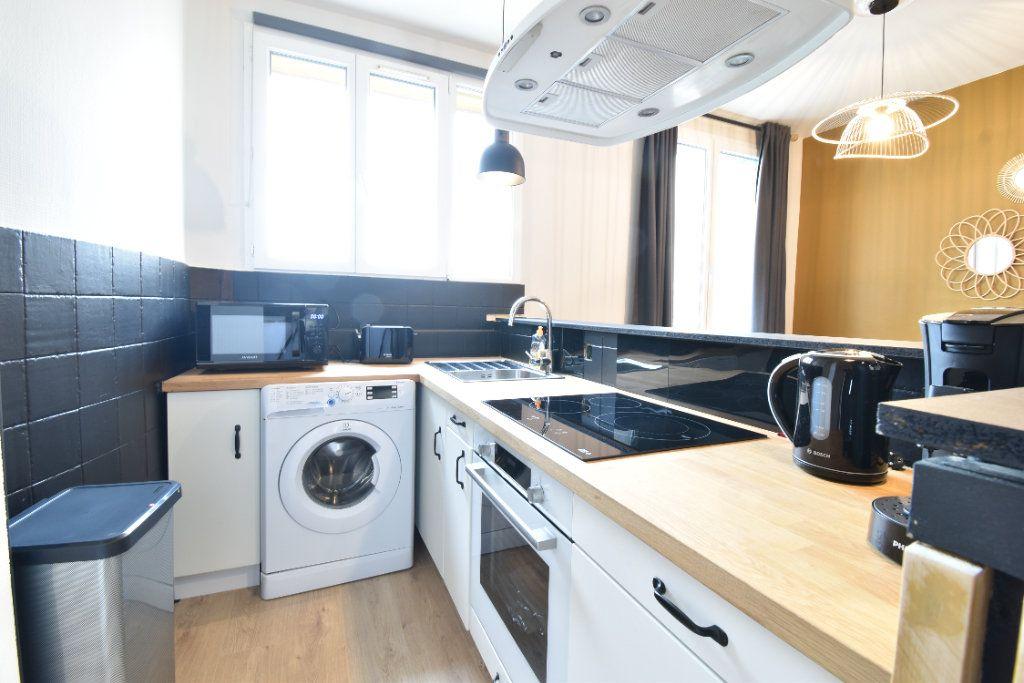 Appartement à louer 5 89.87m2 à Valence vignette-3