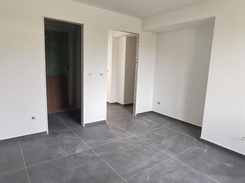 Maison à vendre 6 137.1m2 à La Farlède vignette-4