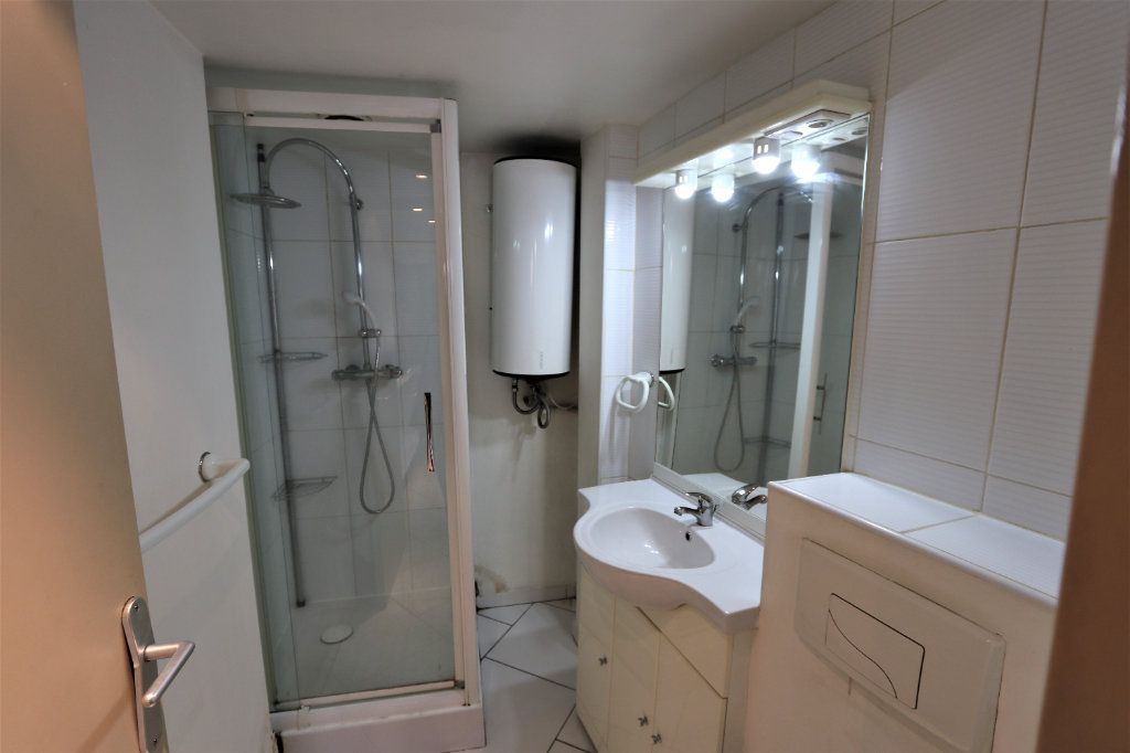 Appartement à louer 1 16.69m2 à La Farlède vignette-4